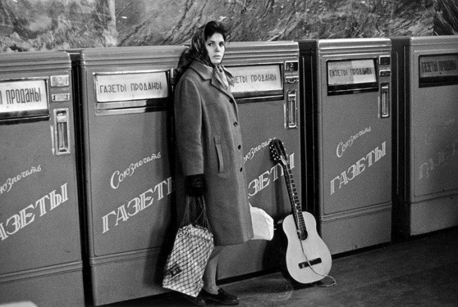 Торговые автоматы по продаже газет - ретро фото