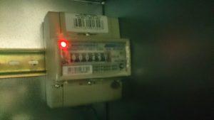 Электросчетчик внутри торгового автомата