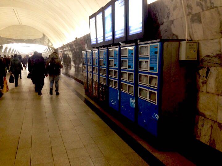 Газетные автоматы в Московском метро