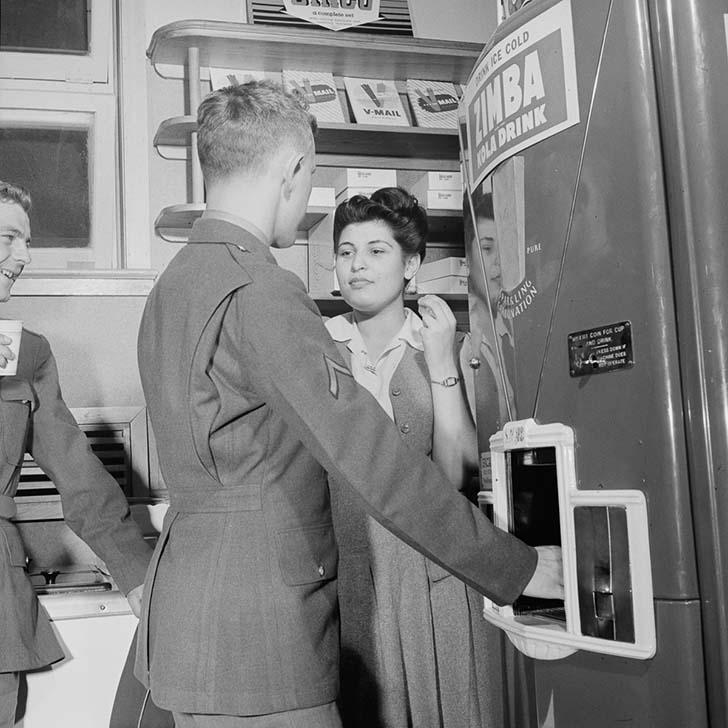 Автомат газированной воды 1943